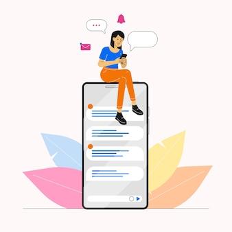 Женщина, использующая смартфон для чата в социальных сетях