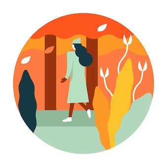 歩くと黄金の秋の公園を楽しむ女性。