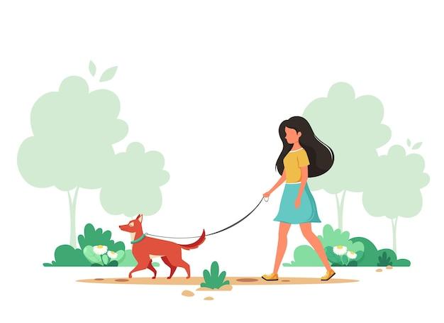 봄에는 강아지와 함께 산책하는 여자. 실외 활동