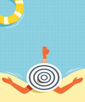 Женщина надевает шляпу и купается в бассейне