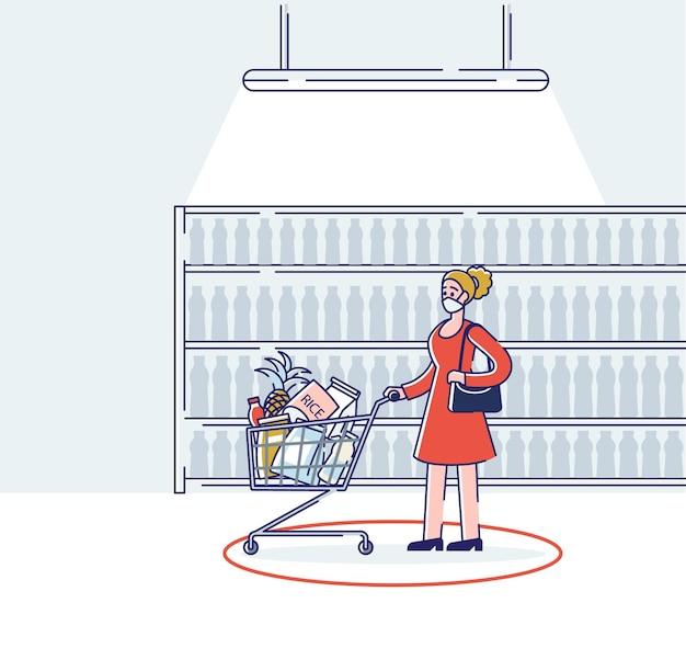 슈퍼마켓에서 쇼핑하는 동안 의료 마스크를 쓰고 여자