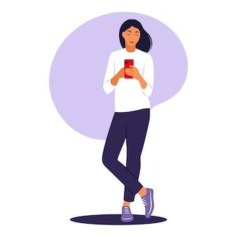 Женщина с концепцией телефона. векторная иллюстрация. плоский.