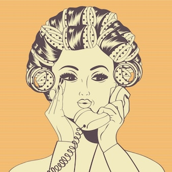 電話で話して自分の髪でカーラーを持つ女性