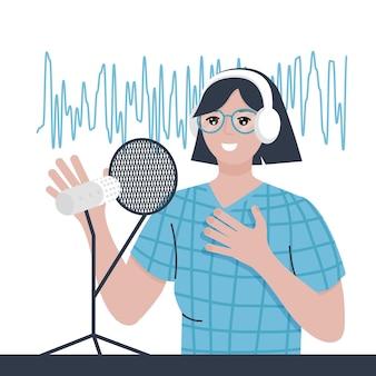Женщина с наушниками и микрофоном женский подкастер делает аудиоподкаст