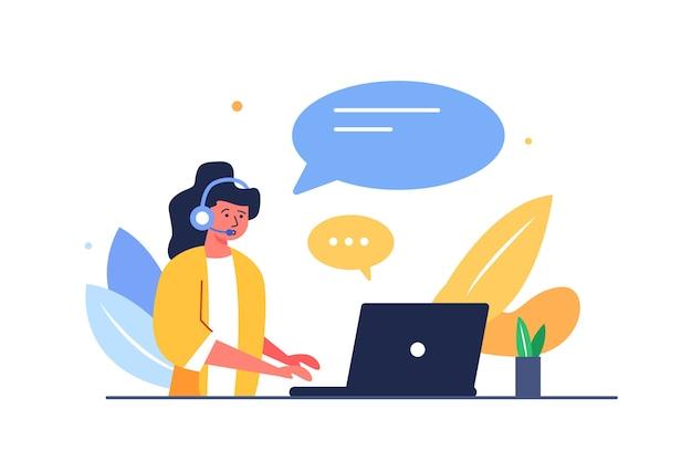 白い背景で隔離のテーブルでラップトップで作業しているインターネット上の人々を助けるヘッドセットを持つ女性