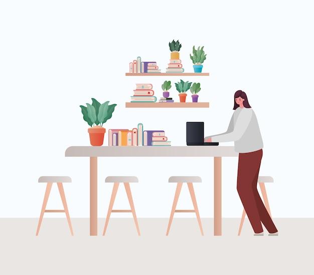 ホームテーマからの仕事のテーブルデザインに取り組んでいるラップトップを持つ女性
