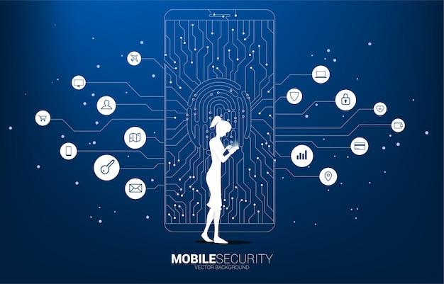 携帯電話と拇印とロックパッドのアイコンを持つ女性