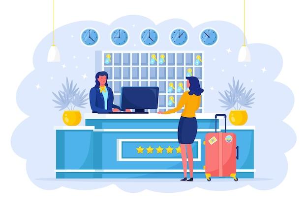 スーツケースを持つ女性が受付に立っています。ホテルにチェックインします。受付係がゲストを歓迎します。管理者とホステルのインテリア。ロビーで荷物を持った観光客。