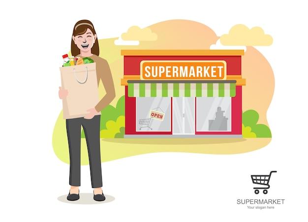 Женщина с продуктами в супермаркете, молодая женщина, несущая мультфильм бумажная хозяйственная сумка