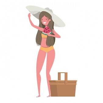 手で水着とスイカの部分を持つ女性