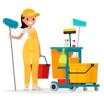 Работница службы уборки держит швабру и ведро.
