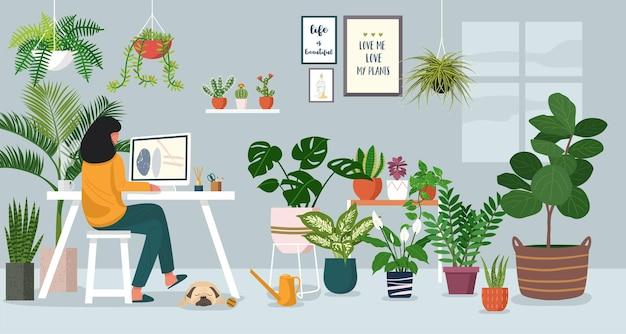 Женщина работает на ноутбуке дома, украшенном комнатными растениями