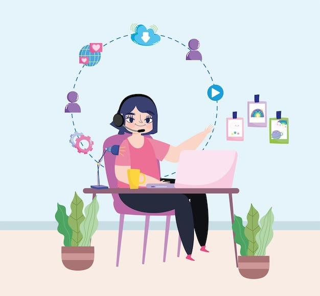 Женщина, работающая удаленно