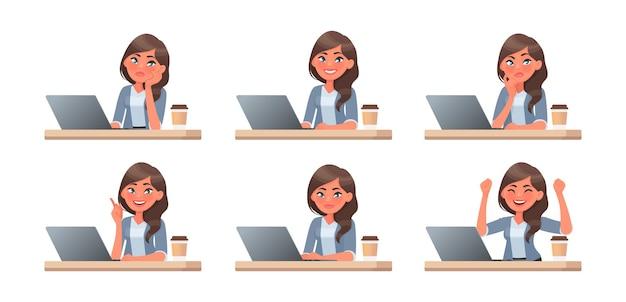 여자는 컴퓨터에서 작동합니다. 작업 과정. 감정의 집합입니다. 그녀는 생각, 아이디어, 작업 및 성공. 만화 스타일의 벡터 일러스트 레이 션