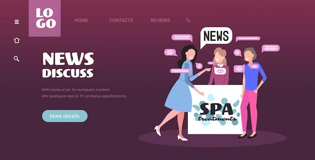 毎日のニュースチャットバブル通信概念を議論するスパの受付係を持つ女性クライアント。ビューティーサロン水平全長コピースペースイラスト