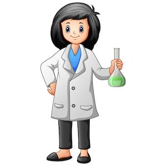 Женщина-ученый держит пробирку