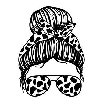 Женщины в очках-авиаторах бандана и коровий принт messy bun mom lifestyle
