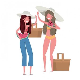흰색 배경에서 손에 수박의 일부를 가진 여성