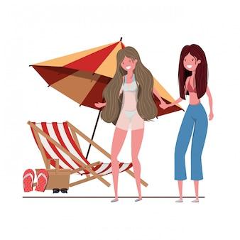 해변과 우산에 수영복을 입은 여성