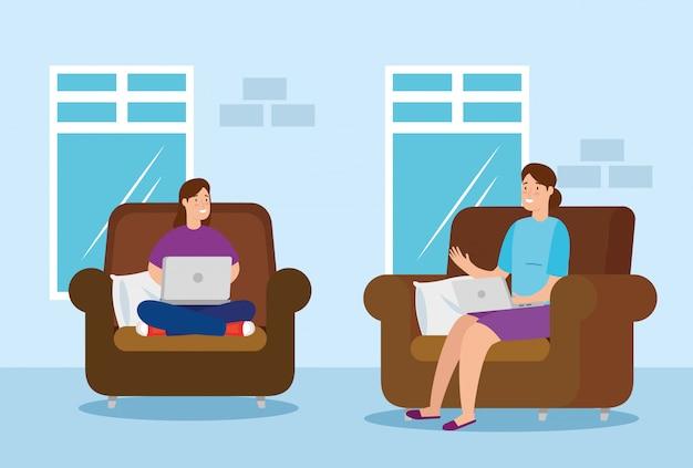 Женщины, работающие дома с ноутбуком, сидя в диване