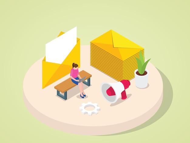 ラップトップに取り組んでいる女性が等角投影の3dフラット漫画のスタイルで顧客クライアントの同僚パートナーシップ招待状発表にメールを送信