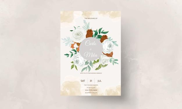 푸른 잎이 달린 멋진 청첩장 세트 흰 장미와 소나무 꽃