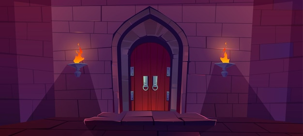 中世の城の木製のドア。夜に燃えるような松明と石の壁の古い門。