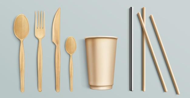 Деревянные столовые приборы, бумажный стаканчик и металлическая соломинка