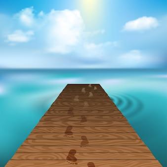 Cloudscapeと海で木製の桟橋