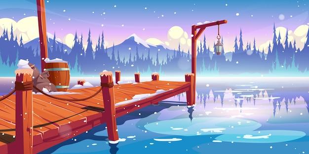 Pilastro di legno sul lago d'inverno