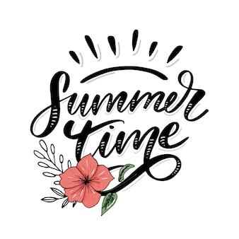 단어 판매. 꽃과 잎으로 만든 편지 여름 시간 휴일 전단지 배너 포스터 여름 판매