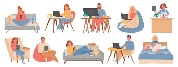집에서 일하세요. 컴퓨터나 노트북 작업을 하는 방 내부의 남녀 프리랜서. 검역 벡터 세트의 홈 오피스에 있는 사람들. 직장 집에 앉아 일러스트 프리랜서