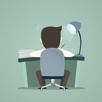 Работник бизнесмен работает в офисе
