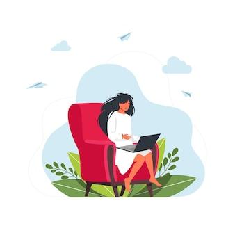 집에서 공부하는 일. 자가격리 중인 집에 있는 사람들. 프리랜서. 노트북의 자 가방에 앉아 소녀입니다. 일, 공부, 교육, 재택 근무, 건강한 생활 방식에 대한 개념 삽화.