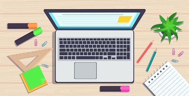 職場デスクトップアングルビューラップトップメモ帳とオフィス用品知識教育学習概念水平