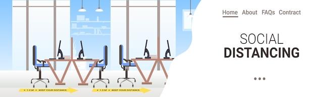 Рабочие столы с знаками для социального дистанцирования желтые наклейки меры защиты от эпидемии коронавируса