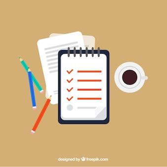 チェックリスト、鉛筆、コーヒーカップ付きワークスペース