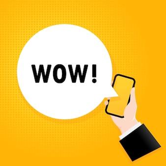 와. 거품 텍스트와 스마트폰입니다. 텍스트 wow와 포스터입니다. 만화 복고풍 스타일입니다. 전화 앱 연설 거품.