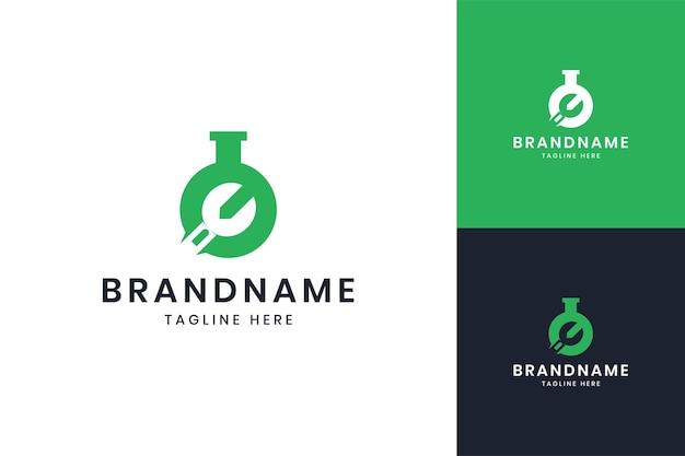 レンチラボネガティブスペースのロゴデザイン
