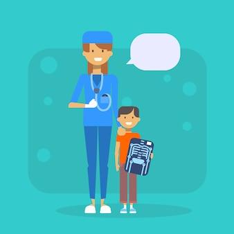 X線病院検査の概念を保持している子供を持つ医師
