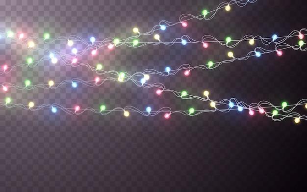 クリスマスカラーガーランド、お祭りの装飾。暗い背景に輝くクリスマスライトの透明な効果の装飾。