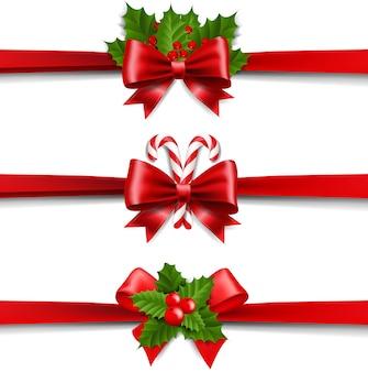 Рождественские ленты лук и холли берри набор на белом фоне
