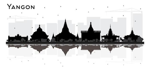 검은 건물과 반사와 양곤 미얀마 도시 스카이 라인 실루엣. 벡터 일러스트 레이 션. 역사적인 건축과 비즈니스 여행 및 관광 개념입니다. 랜드마크가 있는 양곤 도시 풍경.