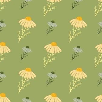 花柄の黄色と青のカモミールの花のシームレスなパターン。緑の背景
