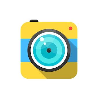黄色と青の写真カメラアイコン。ソーシャルネットワーク、モバイル写真、スマートフォンアプリ、フォトアートの概念。白い背景で隔離。フラットスタイルのトレンディなモダンなロゴタイプデザインベクトルイラスト