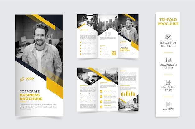 Брошюра компании с желто-белой складкой