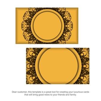 당신의 개성을 위한 갈색 만다라 패턴이 있는 노란색 명함.