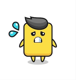Персонаж-талисман желтой карточки с испуганным жестом, милый стильный дизайн для футболки, стикер, элемент логотипа