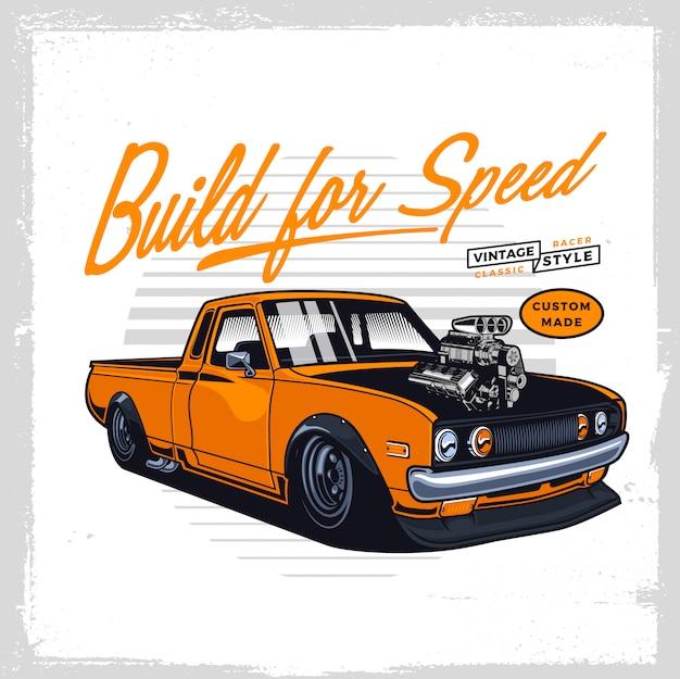 Желтый классический грузовик с голым двигателем