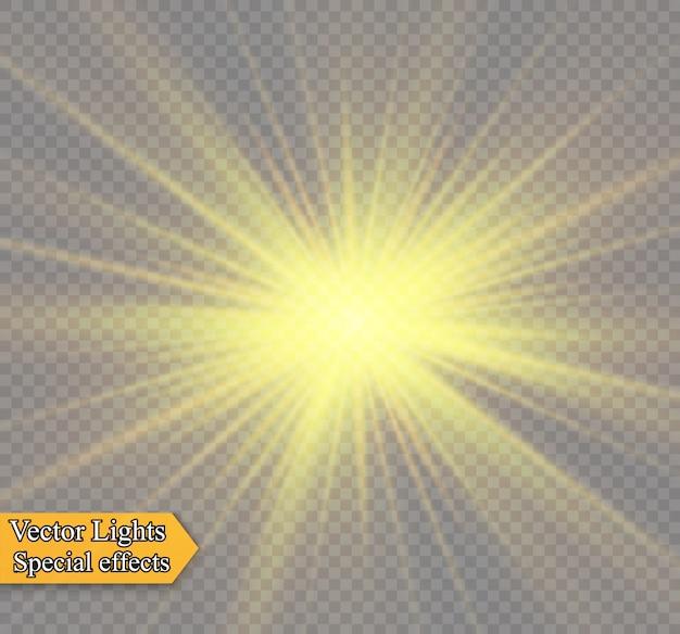 투명한 배경에 노란색 빛나는 빛이 폭발합니다. 반짝이는 마법의 먼지 입자. 밝은 별. 투명한 빛나는 태양, 밝은 플래시. 반짝임. 밝은 플래시를 중앙에 둡니다.
